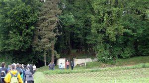 Vor dem jüdischen Friedhof