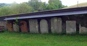 Grabplatten vom ehemaligen Friedhof auf der Rheininsel