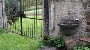 Der Friedhof ist ein unreiner Ort. Wenn man geht, wäscht man sich die Hände.