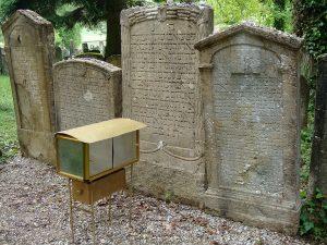 Gräber von drei Rabbinern, denen auch Wunder- bzw. Heilkräfte nachgesagt werden.