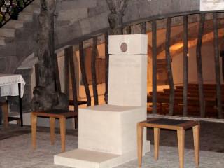 nur der bischöfliche Sitz, die Kathedra, macht aus einer Kirche eine Kathedrale, auch aus einer nicht so grossen Kirche...