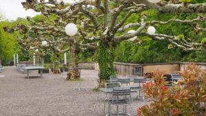 bei schönem Wetter werden wir auf dieser wunderschönen Terrasse essen
