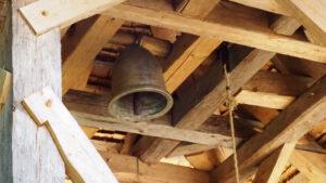 vor Ort gegossene Glocke im Kirchturm