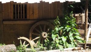 die gedrechselten Sachen werden z.B. für Räder gebraucht oder für Gitter an den Fenstern